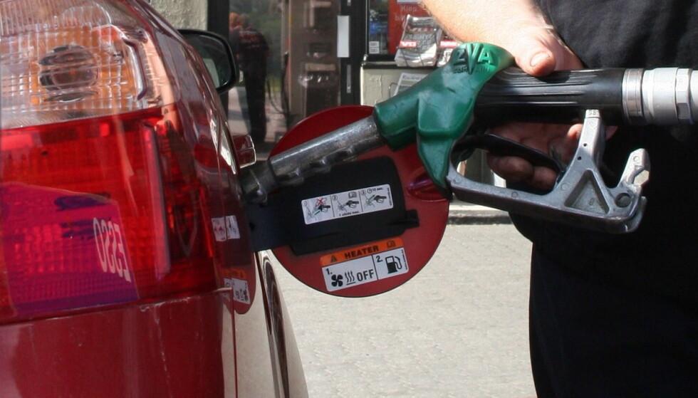 INGEN PRISFEST: Oljeprisen stuper, men utslaget på pumpeprisen blir bare noen øre. Foto: Rune Korsvoll
