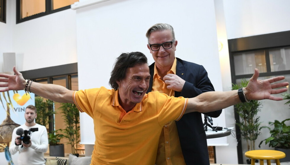 <strong>FLYR HØYT:</strong> Hotellmagnaten Petter Stordalen, her sammen med Vings daglige leder Johnny Nilsen, er svært fornøyd med kjøpet av Ving. Foto: Janerik Henriksson/TT / NTB scanpix