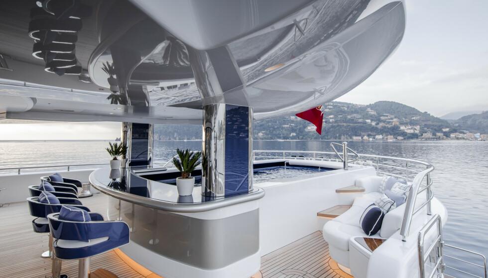 TOPPMODERNE: For den nette sum av 11 millioner kroner kan du bo på «Excellence» i ei uke. Foto: Guillaume Plisson / Abeking & Rasmussen