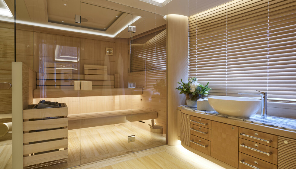 <strong>BADSTUE:</strong> Yachten er blant annet utstyrt med egen spa-avdeling. Foto: Winch Media