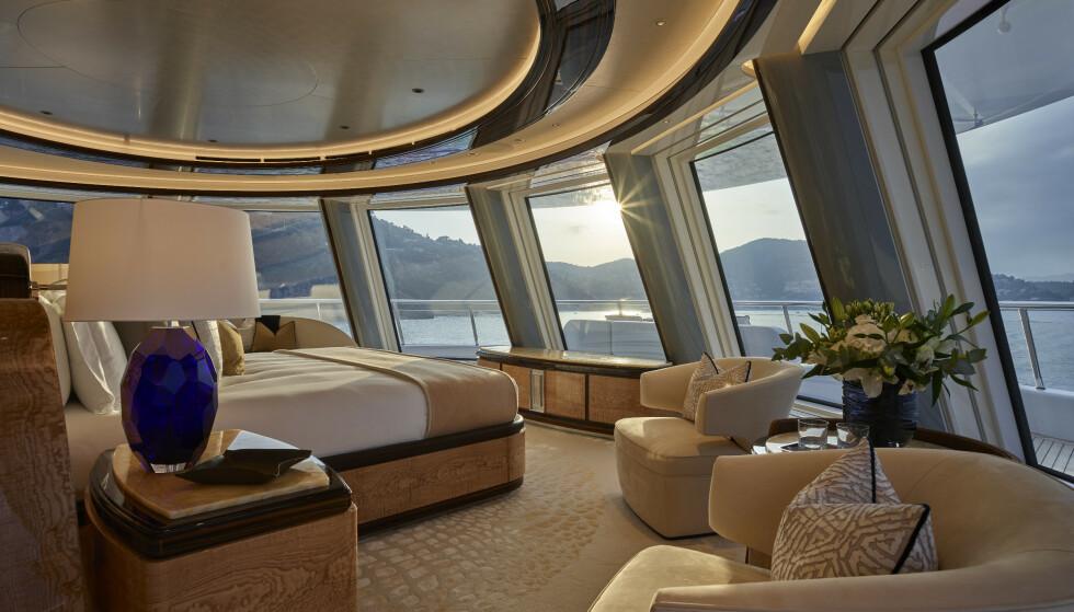 SUITE: Slik ser et av luksusflåtens mange soverom ut. Foto: Winch Media