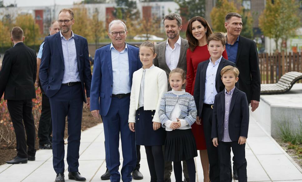<strong>STORE PENGER I SMÅ KLOSSER:</strong> Lego-familien, med Kjeld Kirk Kristiansen i spissen (nummer to fra venstre), regnes som en av Danmarks rikeste familier. Her sammen med den danske kronprinsfamilien. Foto: NTB Scanpix