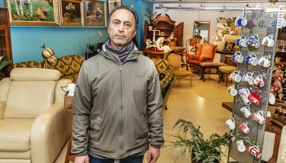 <strong>SKATTEJEGER:</strong> Etter at han ble ufør, har Sasan Bajand tilbrakt mye tid på skattejakt på Fretex og ymse loppemarkeder. Foto: Hans Arne Vedlog