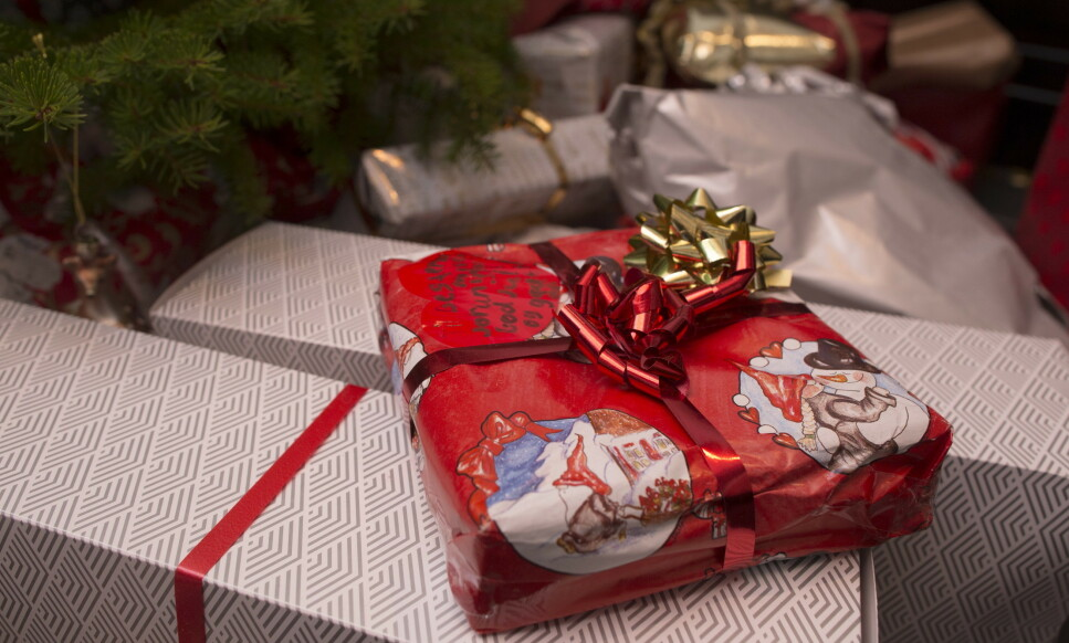 ADVARSEL: Årets julegave fra sjefen bør komme med en advarsel. Husk skatteplikten, oppfordrer økonomirådgiver. Foto: NTB scanpix