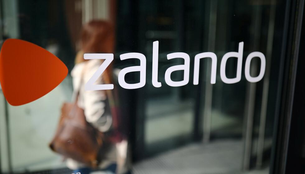 UFINT: Nettgiganten Zalando bruker ufine metoder når ansatte må vurdere hverandre, mener professor som er spesialist i motivasjon på arbeidsplassen. Foto: Hannibal Hanschke, Reuters
