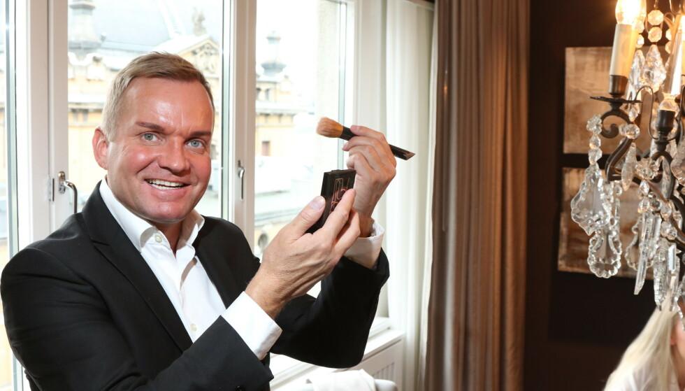 <strong>TRANGT:</strong> Jeg har ikke plass til alt på veggene, sier Dag Alexander Høili om storsalget på Finn.no. Foto: Arne-Petter Lorentzen / Se og Hør