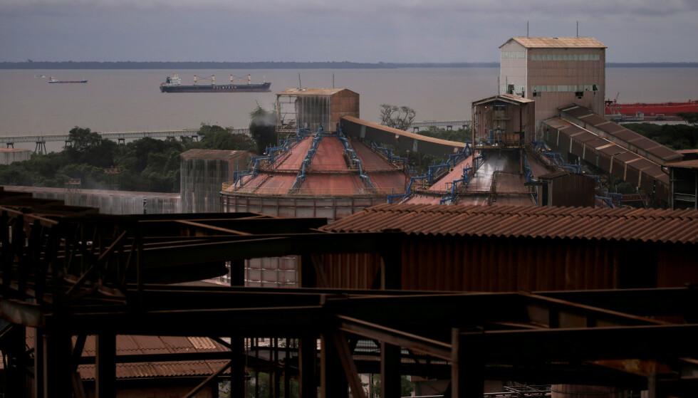 VERDENS STØRSTE: Hydros aluminaraffineri Alunorte i Pará i Brasil er verdens største, og har enorm betydning for selskapet. Foto: Ricardo Moraes / Reuters / NTB Scanpix
