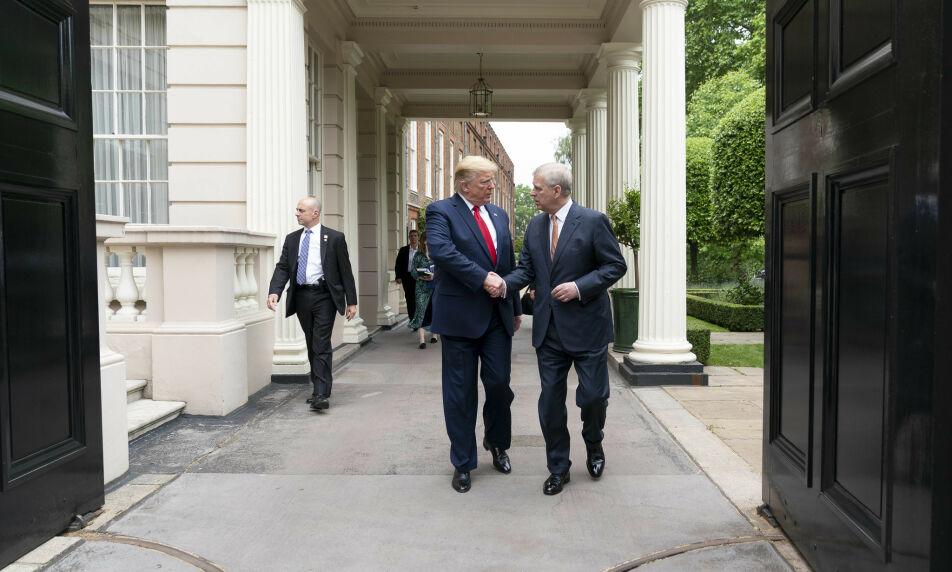 MØTTES: Tirsdag sa Donald Trump at han ikke kjenner prins Andrew. Så seint som i sommer møttes de under presidentens Storbritannia-besøk. Foto: NTB Scanpix