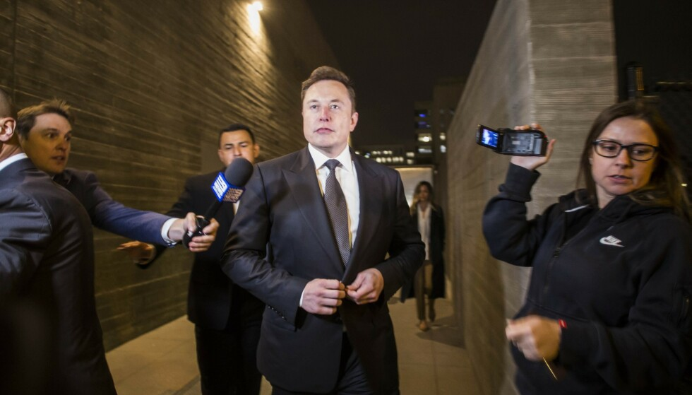 <strong>I RETTEN:</strong> Elon Musk må forklare hvorfor han kalte en grottedykker for en «pedo-fyr». Foto: Apu Gomes/Getty Images/AFP