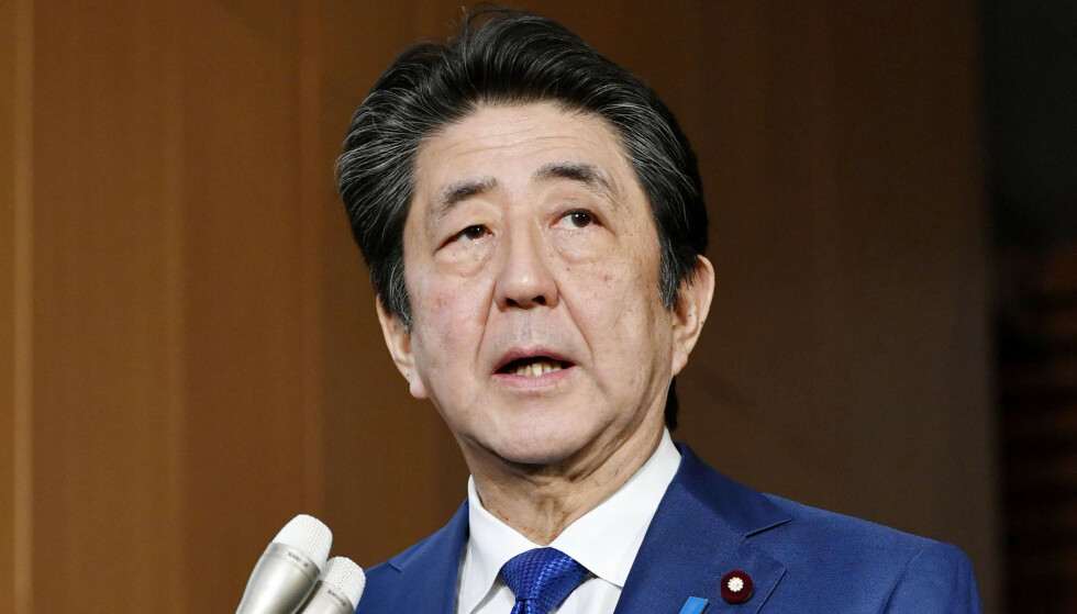 REDNINGSPAKKE: Japans statsminister Shinzo Abe la torsdag fram en økonomisk pakke som skal stimulere landets økonomi. Foto: Kyodo News via AP / NTB scanpix