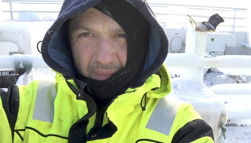 BLE DISKRIMINERT: Mens norske arbeidskompiser tjener 2.333 kroner om dagen, fikk Radoslaw Wojtera og de andre utlendingene bare 1.150 om bord på det norske fartøyet. Foto: Privat.