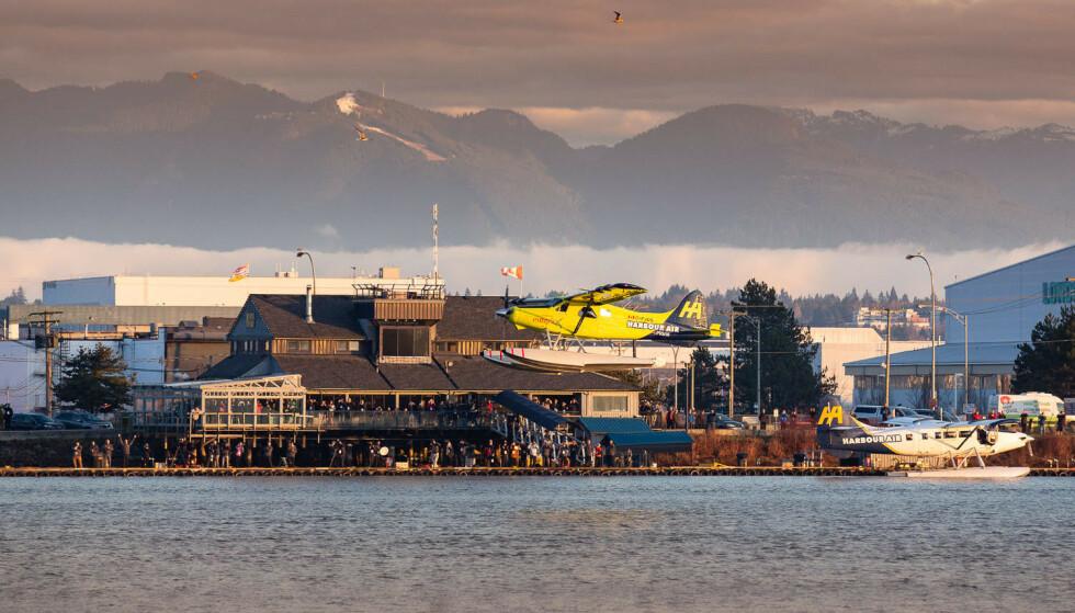 PÅ STRØM: Et gammelt sjøfly har fått elektrisk motor og ble verdens første i rute med betalende passasjerer. Foto: Harbour Air