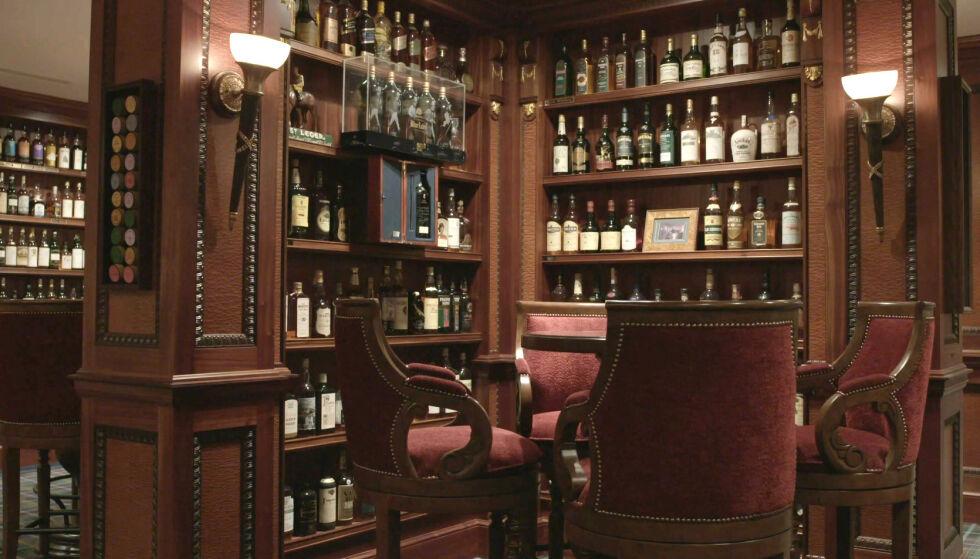 SKATTKAMMERET: Richard Gooding samlet på whisky i to tiår. Hans lidenskap gikk under radaren - og var en godt bevart hemmelighet fram til nå, fem år etter hans død. Foto: Whisky Auctioneer