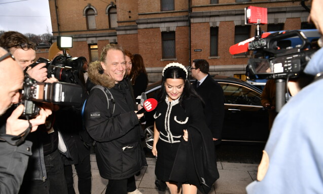 LATTER: Stand Up Norge-gründer Elina Krantz (bildet) ankom sammen med blant andre Fredriksen-datter Kathrine Fredriksen. Foto: Lars Eivind Bones / Dagbladet