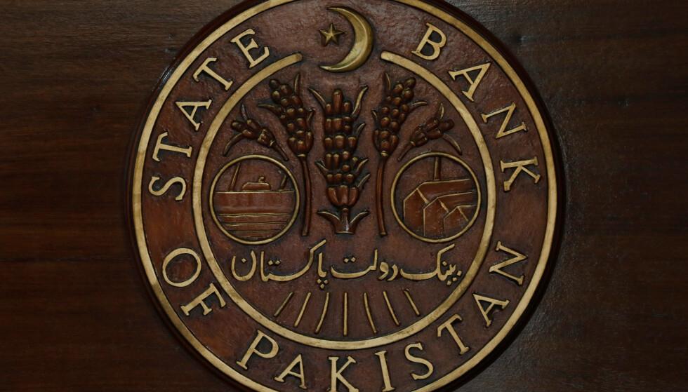 GRANSKER TELENOR: State Bank of Pakistan bekrefter nå at de har startet gransking av Telenor. Foto: Akhtar Soomro / Reuters / NTB Scanpix