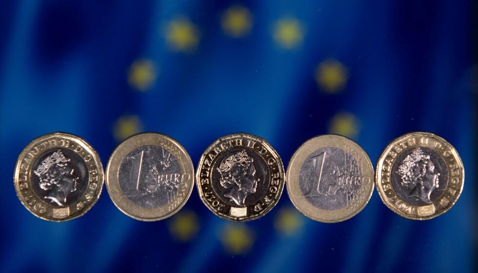 NESTEN HALVERT: I hele EU lå inflasjonen på 1,3 prosent i november, mot 1,1 prosent måneden før. Foto: Justin Tallis / AFP / NTB Scanpix