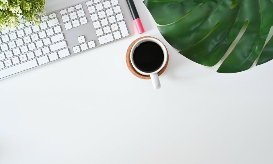 FLYTENDE ENERGI: Kaffe er en helt essensiell del av arbeidshverdagen for mange. Nå har norske gründere funnet en måte å utvikle jobbkaffen på. Foto: Shutterstock / NTB Scanpix