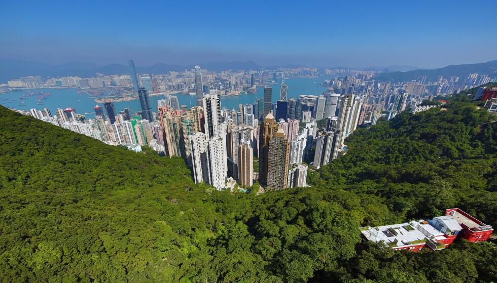 BOLIGKRISE: I Norge bor det rundt 16,5 innbyggere per kvadratkilometer. Tilsvarende tall for Hongkong er på 6539, og hvert eneste år flytter store mengder mennesker til området. Det har utløst en nær ufattelig boligkrise. Foto: Paul Brown / REX / NTB Scanpix