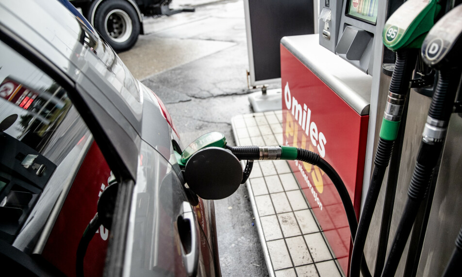PRISREKORD: Bensin og diesel har aldri vært høyere priset enn mandag. Usikkerhet i markedet kan drive pumpeprisen betydelig høyere, ifølge analytiker. Foto: Stian Lysberg Solum / NTB scanpix