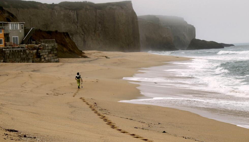 STRANDKRIG: California saksøker Vinod Khosla for å ha nektet befolkningen tilgang til denne sandstranda. Foto: NTB Scanpix