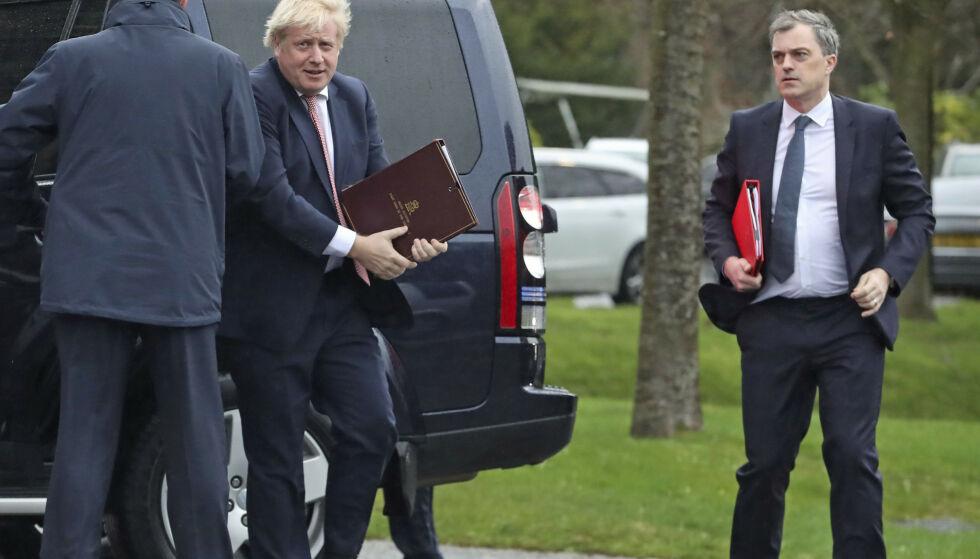 GÅR MOT RENTEKUTT: Storbritannias statsminister Boris Johnson under et besøk i Nord-Irland tidligere i uka. Foto: Liam McBurney / PA via AP / NTB scanpix