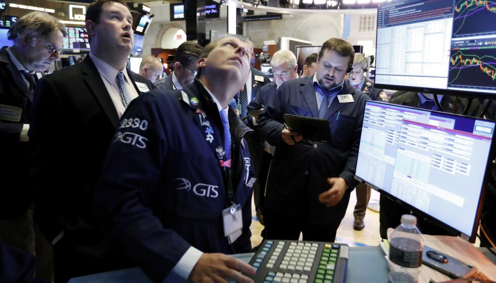 <strong>REKORD:</strong> Aksjehandlere på New York Stock Exchange etter undertegning av den innledende handelsavtalen mellom USA og Kina onsdag. Foto: Richard Drew / AP / NTB scanpix