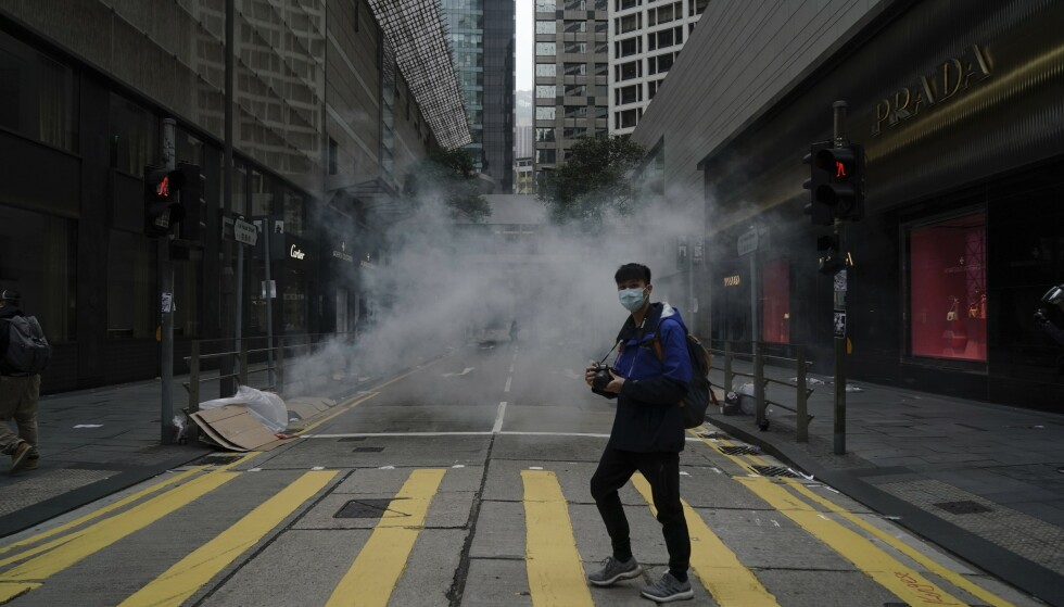 NEDJUSTERER: Moody's etterlyser en plan for å håndtere uroen i Hongkong og nedjusterer territoriets kredittvurdering. Arkivfoto: Kin Cheung / AP / NTB scanpix