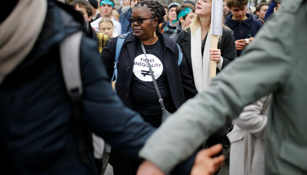 DEMONSTRERER: Den kenyanske aktivisten Njoki Njoroge Njehu deltok før helgen i en demonstrasjon med Greta Thunberg og Fridays for Future-bevegelsen i Lausanne i Sveits. Foto: Pierre Albouy / Reuters / NTB Scanpix