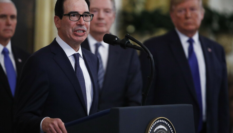 ADVARER: Europeisk digitalskatt kan bli besvart med amerikansk biltoll, advarer Steven Mnuchin. Arkivfoto: Steve Helber / AP / NTB scanpix