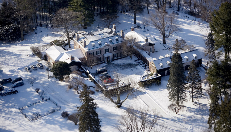 HERREGÅRD: På denne herregården i Greenwich, Connecticut bor Alexander Viks datter Caroline M. Vik. Foto: Tore Bergsaker