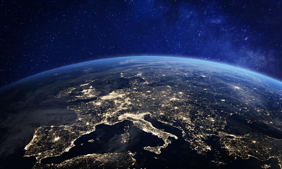 <strong>KAN ENDRES FOR GODT:</strong> Et forselått milliardsalg kan endre store deler av internett for godt, skal man tro flere profilerte menneskerettsforkjempere. Foto: NASA NicoElNino / Shutterstock / NTB scanpix