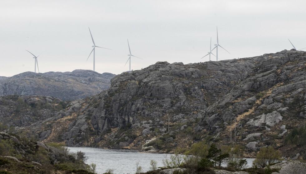 ØDELEGGER: Folk i bygda Berle i Bremanger får ikke sett på fjernsyn på grunn av en ny vindpark. Her ses vindturbiner i Eigersund kommune i Rogaland. Illustrasjonsfoto: Terje Pedersen / NTB scanpix