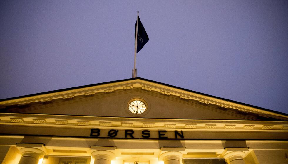 BREMSET: Etter det voldsomme fallet på 1,99 prosent mandag, åpner hovedindeksen på Oslo Børs flatt fra start tirsdag. Foto: NTB scanpix.