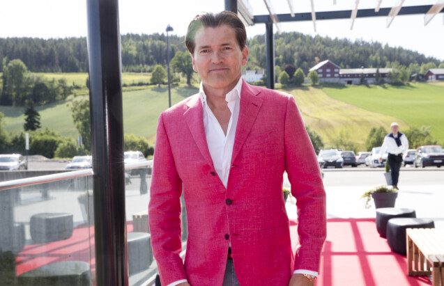 <strong>KJØPTE LEILIGHET:</strong> Investor Arne Fredly - her på Ole Einar Bjørndalens avskjedsselskap på Hellerudsletta i 2018. Foto: Terje Pedersen / NTB Scanpix
