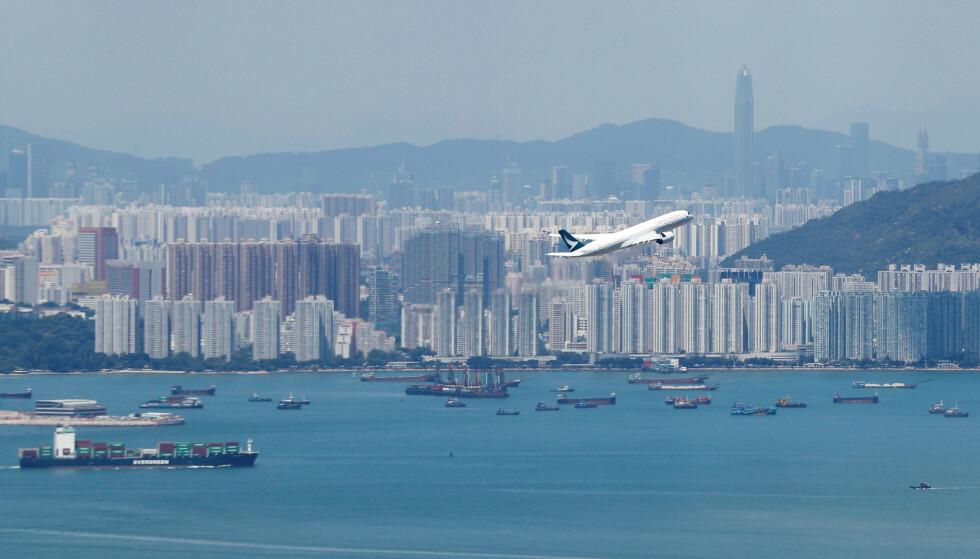 <strong>VANSKELIG TID:</strong> Cathay Pacific ber de ansatte bidra til å hjelpe flyselskapet ut av krisen. Foto: AP / NTB scanpix