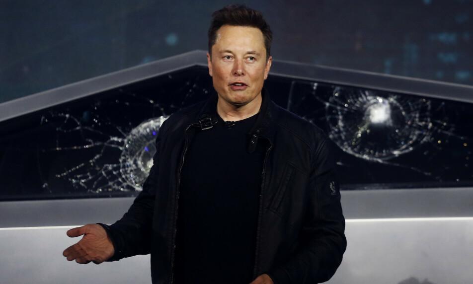 <strong>STUPER:</strong> Tesla-aksjen stuper på børsen onsdag. Foto: Ringo H.W Chiu / AP / NTB Scanpix