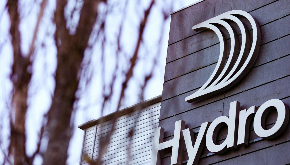 UTFORDRENDE: Hydro melder i sin kvartalsrapport at resultatet påvirkes av utfordrende markeder. Aksjen stuper fra start. Foto: Fredrik Hagen / NTB scanpix