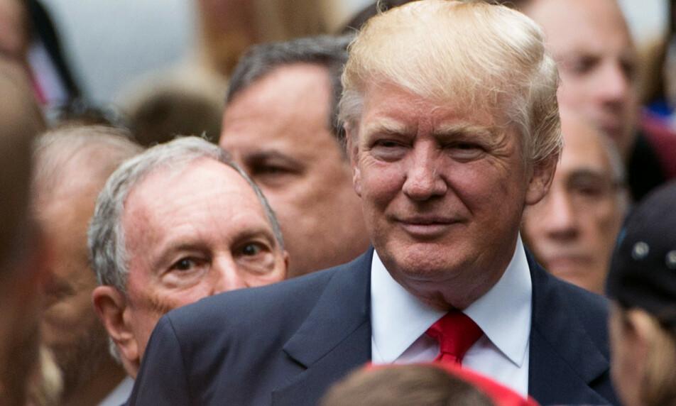 SJOKKMÅLING: Michael Bloomberg (bak, t.v.) kastet seg inn i Demokratenes nominasjonskamp seint i fjor. En sjokkmåling denne uka gir Bloomberg medvind i den interne kampen om å få møte Donald Trump til duell i presidentvalget. Foto: Bryan R. Smith / AFP / NTB Scanpix
