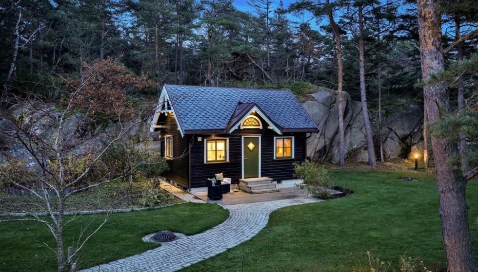 <strong>NOE FOR SVIGERS?:</strong> I tillegg til hovedhuset, inkluderer eiendommen et lite gjestehus. Foto: Etcetera