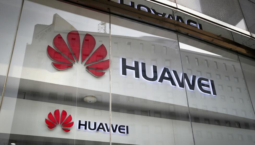 ÅPNER DØRA: Huawei får lov til å levere utstyr til det franske 5G-nettet. Foto: Andy Wong / AP / NTB scanpix
