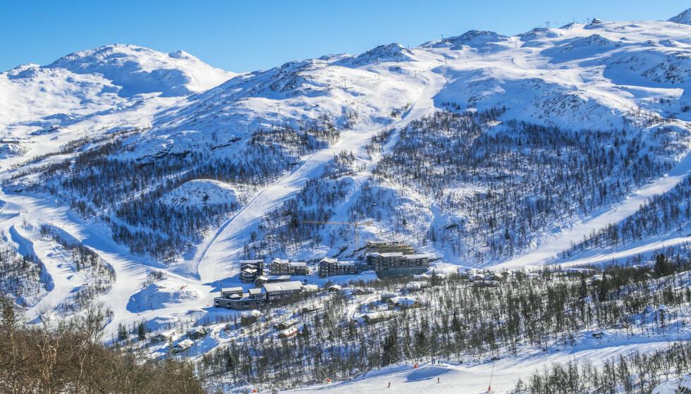 MIDT I BAKKEN: Skigaarden-komplesket i Hemsedal vokser stadig i omfang. Foto: Halvard Alvik / NTB scanpix