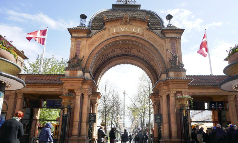 POPULÆRT: I 2018 hadde Tivoli 4,8 millioner besøkende innom førnøyelsesparken. Nå har det oppstått trøbbel for en av de største attraksjonene. Foto: Erik Johansen / NTB Scanpix