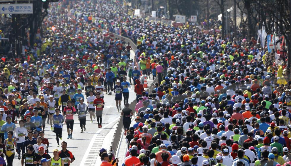 FRYKTER SPREDNING: På grunn av coronaviruset får bare eliten løpe under årets Tokyo maraton. Foto: Shizuo Kambayashi / AP / NTB Scanpix