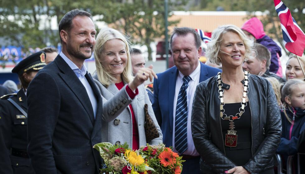 SKUFFET: Namsos-ordfører Arnhild Holstad. Her avbildet med kronprinsparet i 2017. Foto: NTB Scanpix