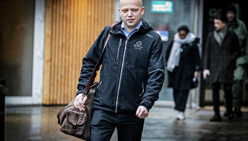KREVER SVAR: Sp-leder Trygve Slagsvold Vedum sier samferdselsminister Knut Arild Hareide må svare om Widerøe-saken i Stortinget neste uke. Foto: Bjørn Langsem / Dagbladet