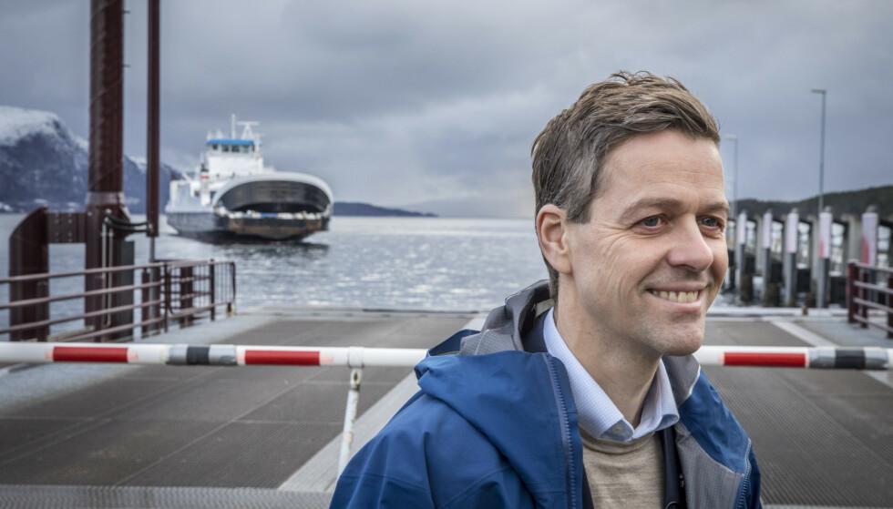 BEKYMRET: Samferdselsminister Knut Arild Hareide (KrF) er bekymret for konsekvensene av Widerøes rutekutt. Foto: Ole Berg-Rusten / NTB scanpix
