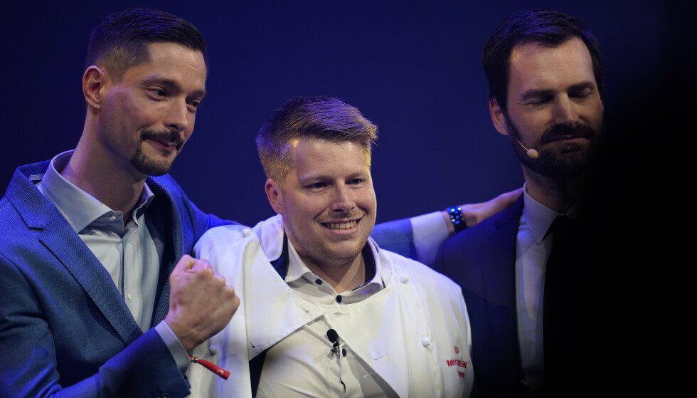 KOKK PÅ UNDER: Nicolai Ellitsgaard Pedersen (midten) og Under mottok Michelin-stjerne mandag. Foto: Ole Martin Wold / NTB scanpix