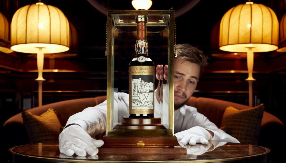 SATTE REKORD: The Macallan 1926 Valerio Adami 60 Year Old er av eksperter omtalt som en av de mest sjeldne og ettertraktede whisky-flaskene som eksisterer. Foto: Whiskey Auctioneer