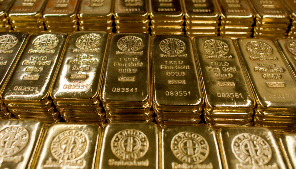 PRISHOPP: Torsdag var 1000 gram gull verdt 530.000 kroner. Foto: Pascal Lauener / Reuters / NTB Scanpix