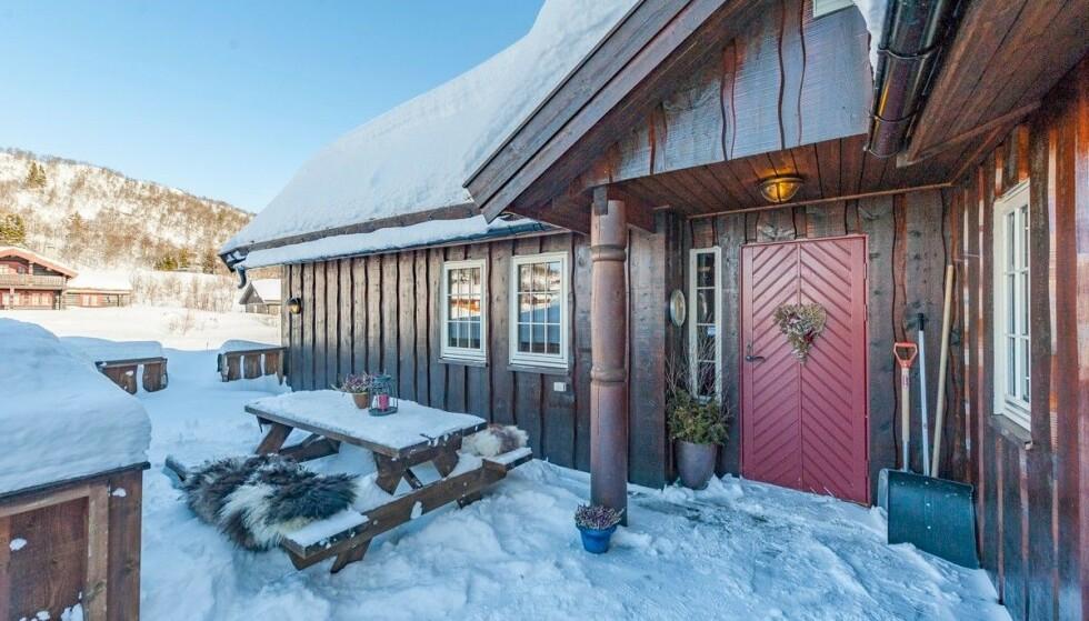 Avdeling: Aktiv Eiendomsmegler fristet med au pair avdeling i salgsannonsen til denne hytta i Rauland. Foto: Luke Tennant